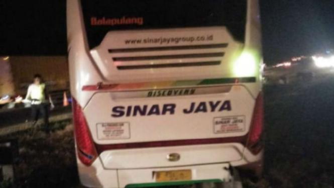 Bus Sinar Jaya yang kecelakaan di Tol Cipali