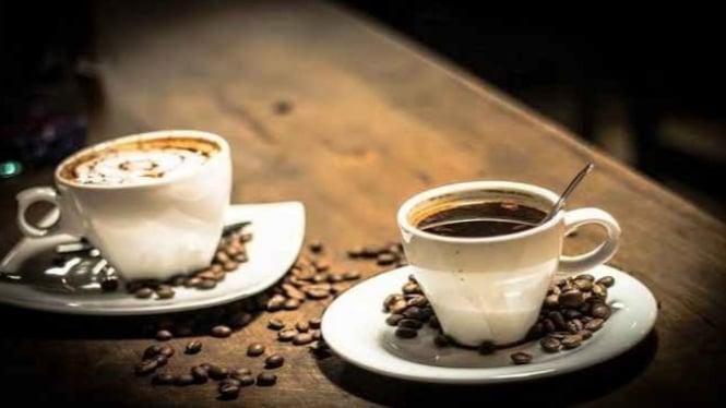 Minum segelas kopi