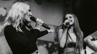 Julia Michaels dan Selena Gomez