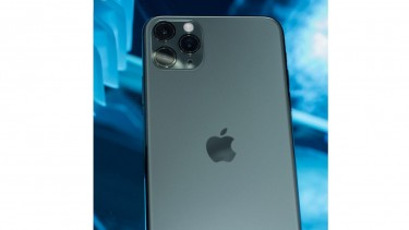 https://thumb.viva.co.id/media/frontend/thumbs3/2019/11/15/5dce3df94ec3c-iphone-12-dikabarkan-rilis-tahun-2020-berikut-fiturnya_375_211.jpg