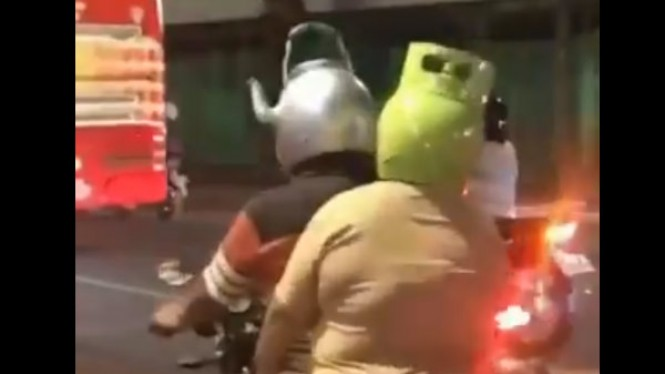 Helm antimanstream