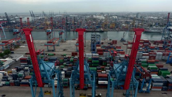 TARGET PERTUMBUHAN EKONOMI INDONESIA TAHUN 2020, Peti Kemas, Pelabuhan