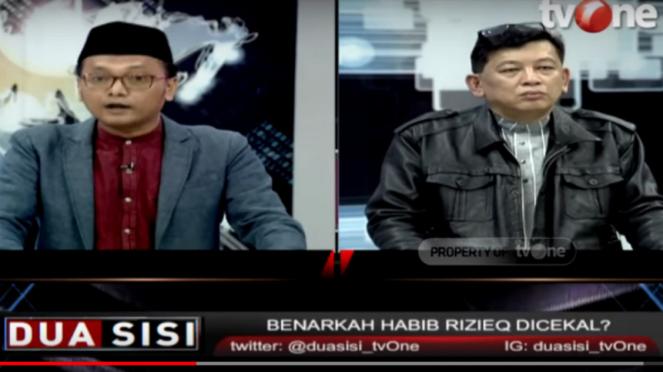 Guntur Romli dan Abdul Chair debat dalam Program acara Dua Sisi tvOne