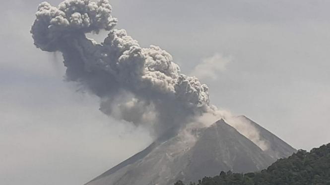 Gunung Merapi kembali meletus.