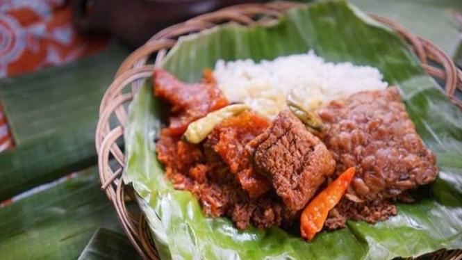 Ilustrasi makanan di warung.