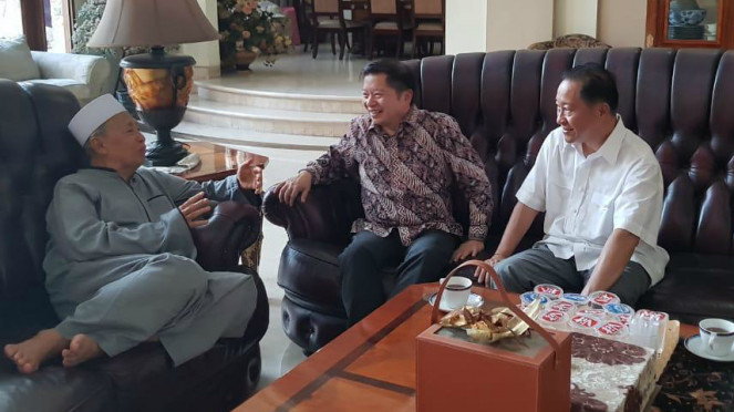 Plt Ketum PPP Suharso Monoarfa (tengah), Humphrey Djemat (kanan) menemui Hamzah Haz