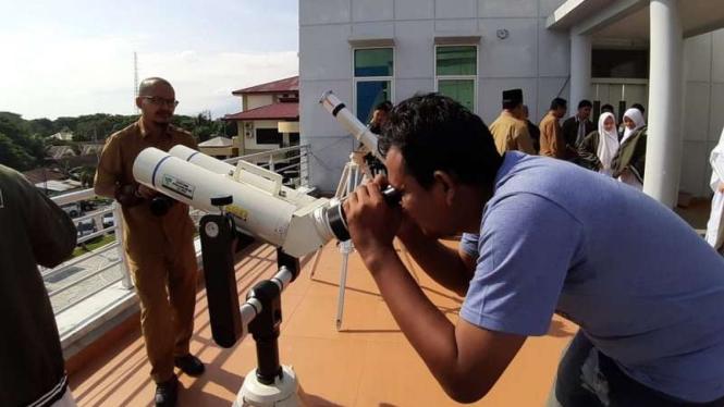 Simulasi melihat Gerhana Matahari di Kemenag Aceh