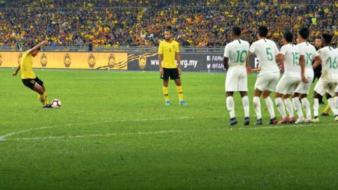 Gol pertama Malaysia ke gawang Indonesia.