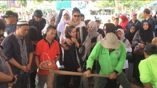 Pemakaman Cecep Reza