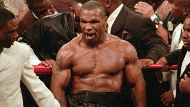 Petinju legendaris dunia, Mike Tyson, saat masih aktif berduel