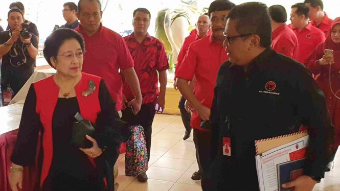 Ketua Umum PDIP Megawati Sukarnoputri dan Sekjen Hasto