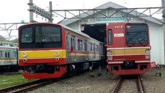 KRL Commuter Line Jabodetabek saat di Dipo Depok.