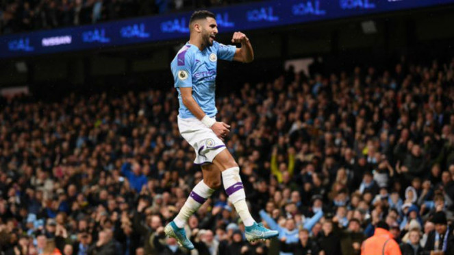 Winger Manchester City, Riyad Mahrez, merayakan gol