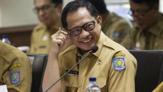 Menteri Dalam Negeri Tito Karnavian saat berada di Kompleks Parlemen, Senayan.