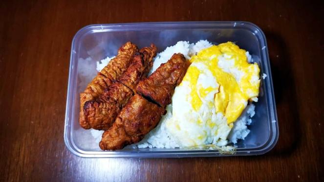 Nasi telur dan kikiam