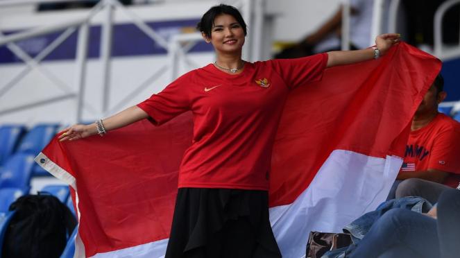 Maria Ozawa menonton pertandingan Timnas U-22 Indonesia lawan Thailand