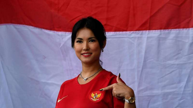 Maria Ozawa mendukung Timnas Indonesia.