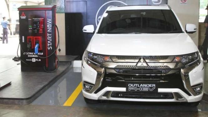Fasilitas pengisian daya listrik cepat untuk mobil Mitsubishi di Jakarta