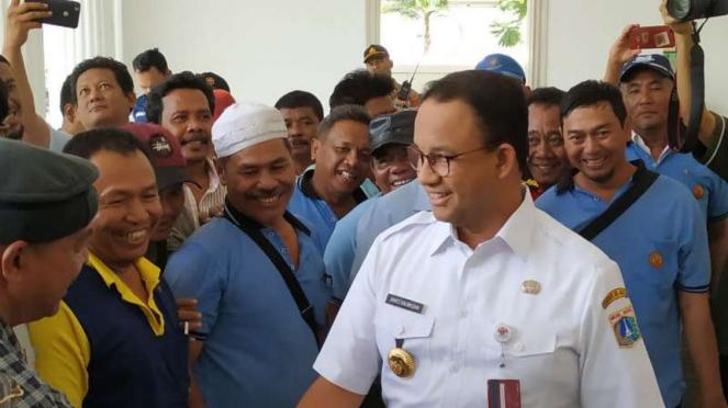 Gubernur DKI Jakarta Anies Rasyid Baswedan bertemu para sopir angkot.