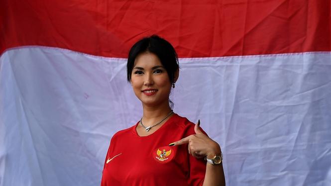 Maria Ozawa Nonton Pertandingan Timnas Indonesia