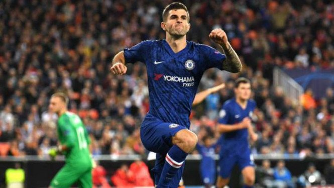 Winger Chelsea, Christian Pulisic rayakan gol.