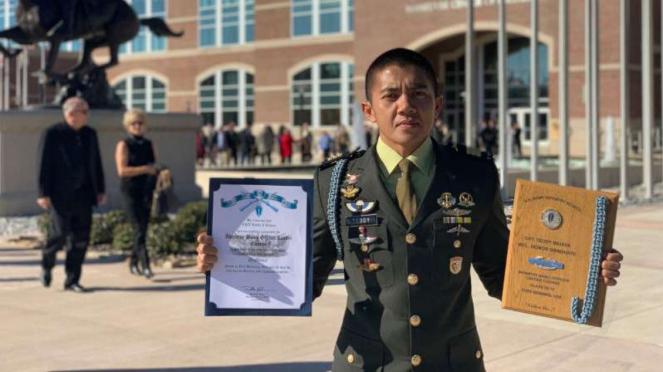 Kapten Inf Teddy berhasil menjadi lulusan terbaik US Army Infantry School.