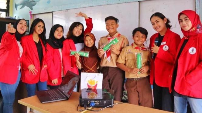 Foto Bersama Para Guru SDN Pela Mampang 13 Pagi