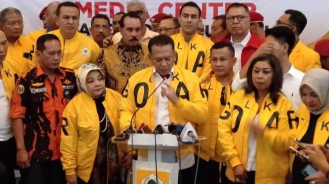 Politikus Golkar sekaligus Ketua MPR Bambang Soesatyo alias Bamsoet (tengah).