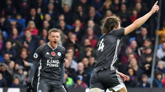 Pemain belakang Leicester City, Caglar Soyuncu (kanan), melakukan selebrasi