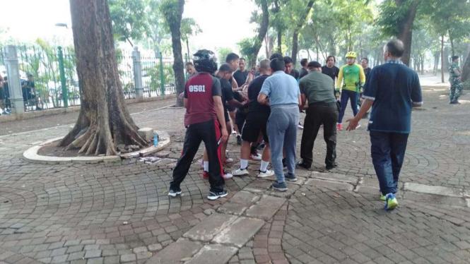 Ledakan di Monas akibat granat asap menyebabkan dua anggota TNI terluka, Selasa, 3 Desember 2019.