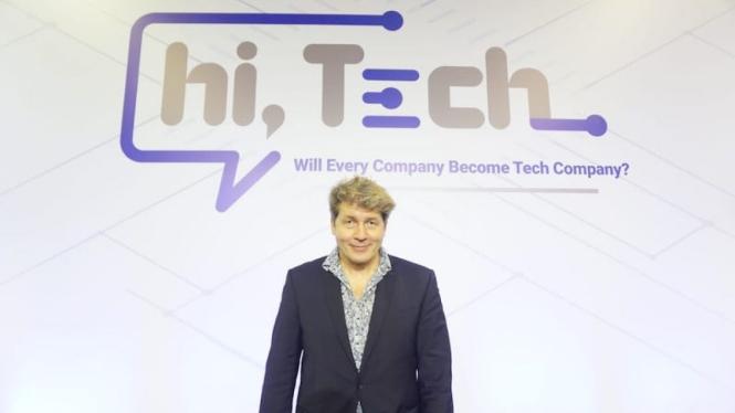 Leo Johnson (Head of PwC's Disruptionpractice) hadir dalam acara Hi, Tech Conference 2019.