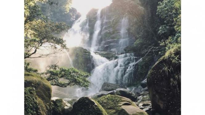 Riam Kuweg surga tersembunyi yang ada didesa saham kabupaten bengkayang