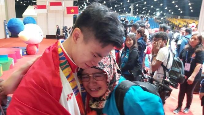 Tangis haru atlet wushu Indonesia, Edgar Xavier Marvelo usai raih emas SEA Games