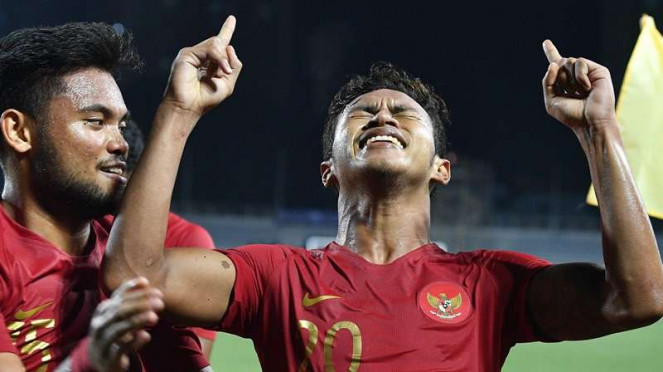 Penyerang Timnas Indonesia U-22, Osvaldo Haay (kanan), melakukan selebrasi usai cetak gol.