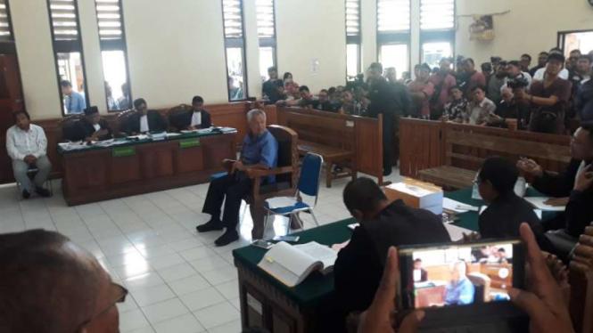 Pengusaha nasional Tomy Winata menjadi saksi dalam kasus penggelapan dan keterangan palsu dengan terdakwa Harjanto Karijadi di Pengadilan Negeri Denpasar, Bali, Selasa, 3 Desember 2019.