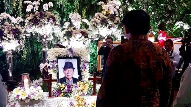 Basuki Tjahaja Purnama melayat Ciputra.