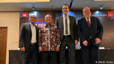 https://thumb.viva.co.id/media/frontend/thumbs3/2019/12/05/5de7ed676eaab-indonesia-akan-pamer-kemampuan-manufaktur-industri-di-hannover-messe-2020_375_211.jpg