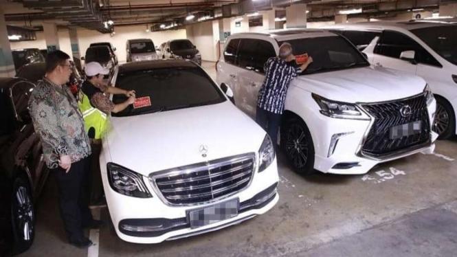 Mobil mewah penunggak pajak