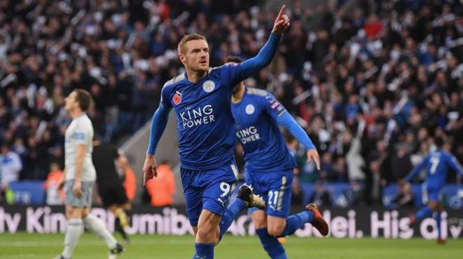 Penyerang Leicester City, Jamie Vardy, melakukan selebrasi usai mencetak gol