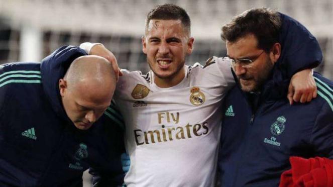 Megabintang Real Madrid, Eden Hazard (tengah), mengalami cedera