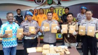 Polisi gagalkan peredaran narkoba di Depok.