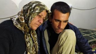Amina dan Aras, yang kehilangan pendengarannya - BBC