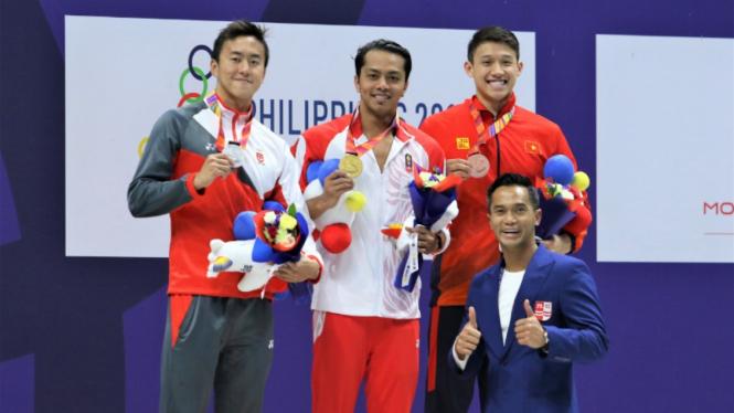 I Gede Siman Sudartawa menyumbang medali emas pertama dari cabor renang.