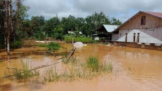 Banjir di Desa Nusa Kenyikap, Kecamatan Belimbing, Kabupaten Melawi, Kalbar.
