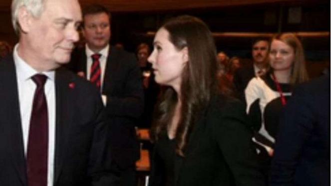 Perdana Menteri Finlandia Sanna Marin (kanan) termuda di dunia