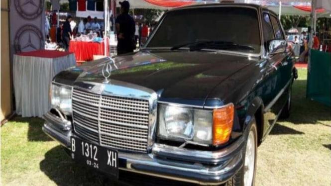 Sedan klasik Mercedes-Benz milik Gus Dur