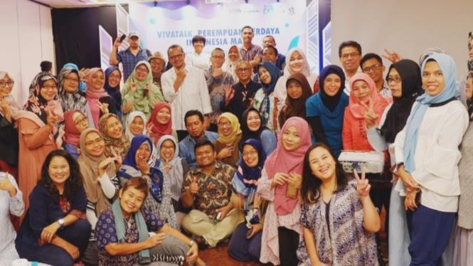 Foto bersama nara sumber #VivaTalk