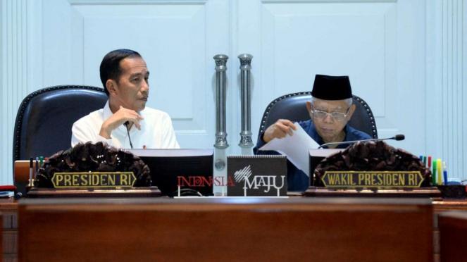 Presiden Joko Widodo memimpin rapat terbatas kabinet