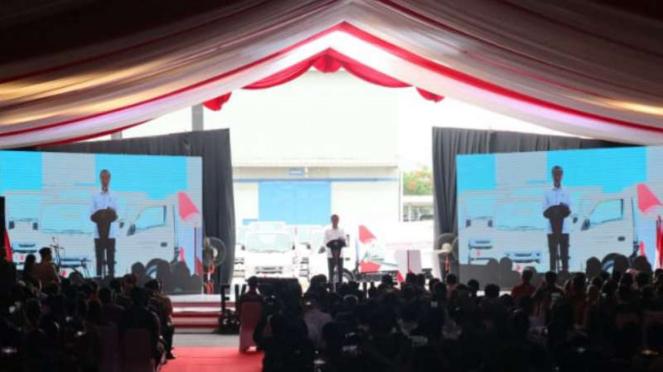 Presiden Joko Widodo di Pabrik Isuzu.