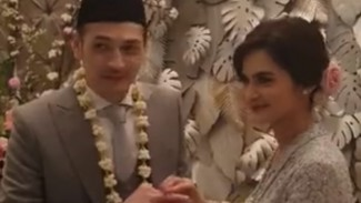 Cut Tari dan Richard Kevin.